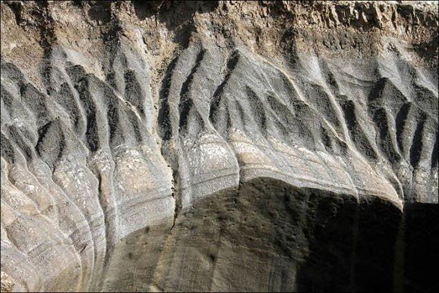 ظهور حفرة ضخمة عجيبة الشكل في سيبيريا يثير حيرة العلماء 3