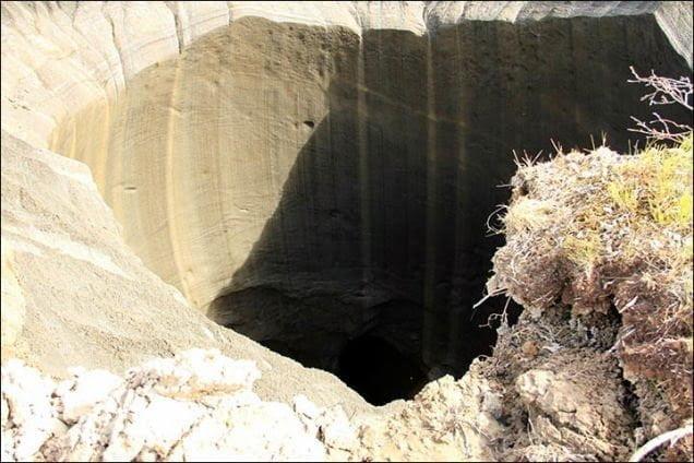 ظهور حفرة ضخمة عجيبة الشكل في سيبيريا يثير حيرة العلماء 5