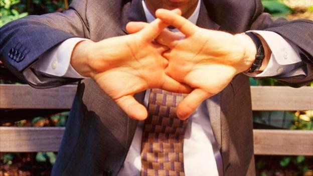 هل فرقعة أو طقطقة الأصابع عادة مضرة ؟ 1