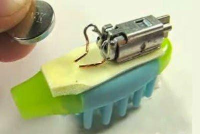 تعلم كيف تصنع بنفسك روبوت بسيط بإستخدام فرشاة أسنانك ! 7