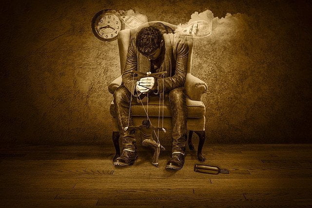 4 حيل نفسية يستخدمها الفاسدون للسيطرة و التلاعب بالجماهير . 4