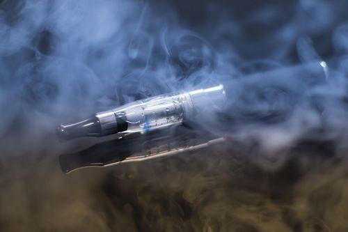فوائد و أضرار تدخين السجائر الإلكترونية 1